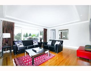 Photo 2: 2310 MAHON Ave in North Vancouver: Home for sale : MLS®# V790102