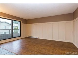 Photo 3: 205 949 Cloverdale Ave in VICTORIA: SE Quadra Condo for sale (Saanich East)  : MLS®# 658759
