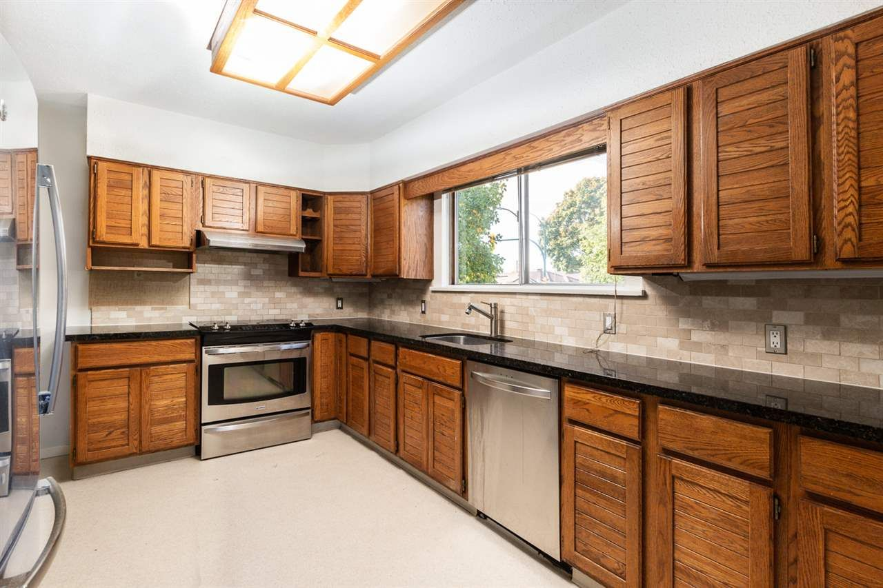 Photo 4: Photos: 2103 E 33RD Avenue in Vancouver: Victoria VE House for sale (Vancouver East)  : MLS®# R2511808