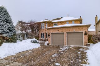 Photo 2: 36 Bentonwood Crescent in Whitby: Pringle Creek House (2-Storey) for sale : MLS®# E4325619