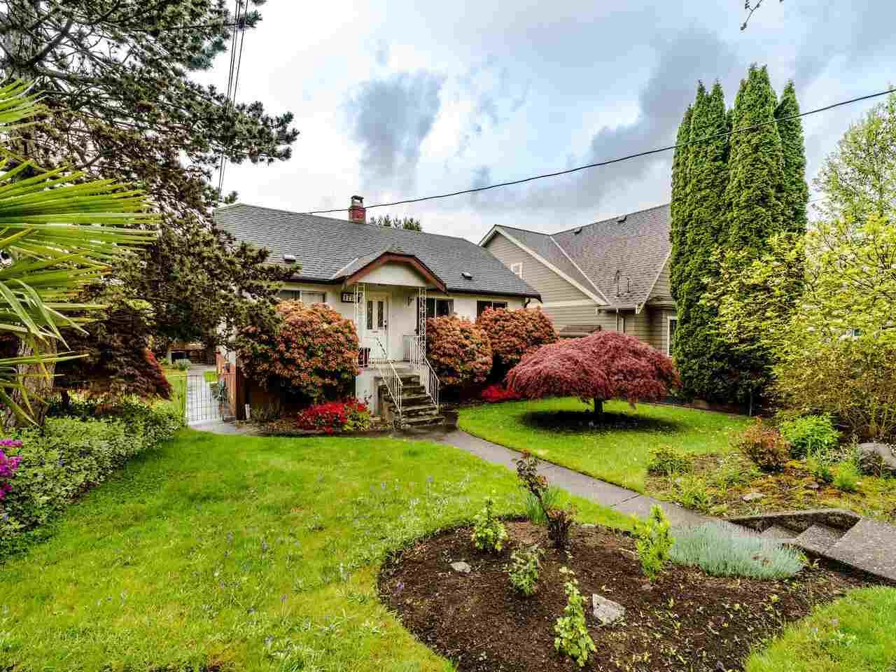Main Photo: 1714 LONDON Street in New Westminster: West End NW House for sale : MLS®# R2576383