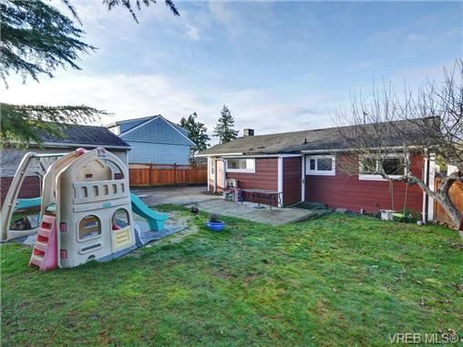 Photo 19: Photos: 4091 Borden St in VICTORIA: SE Lake Hill House for sale (Saanich East)  : MLS®# 720229