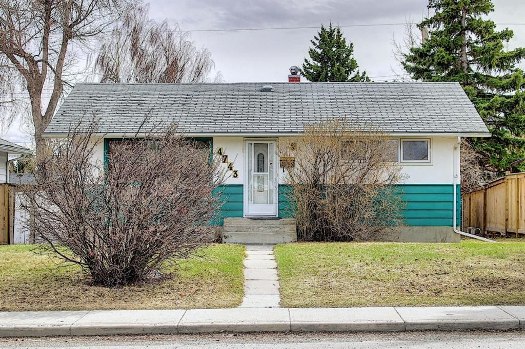 Main Photo: 4743 26 Avenue SW in Calgary: Glenbrook Detached for sale : MLS®# A1110145