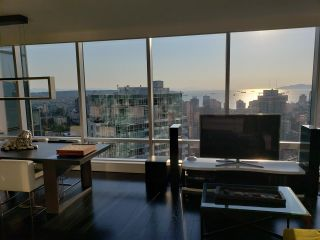 """Photo 2: 3402 1111 ALBERNI Street in Vancouver: West End VW Condo for sale in """"Shangri-La Live/Work"""" (Vancouver West)  : MLS®# R2482149"""
