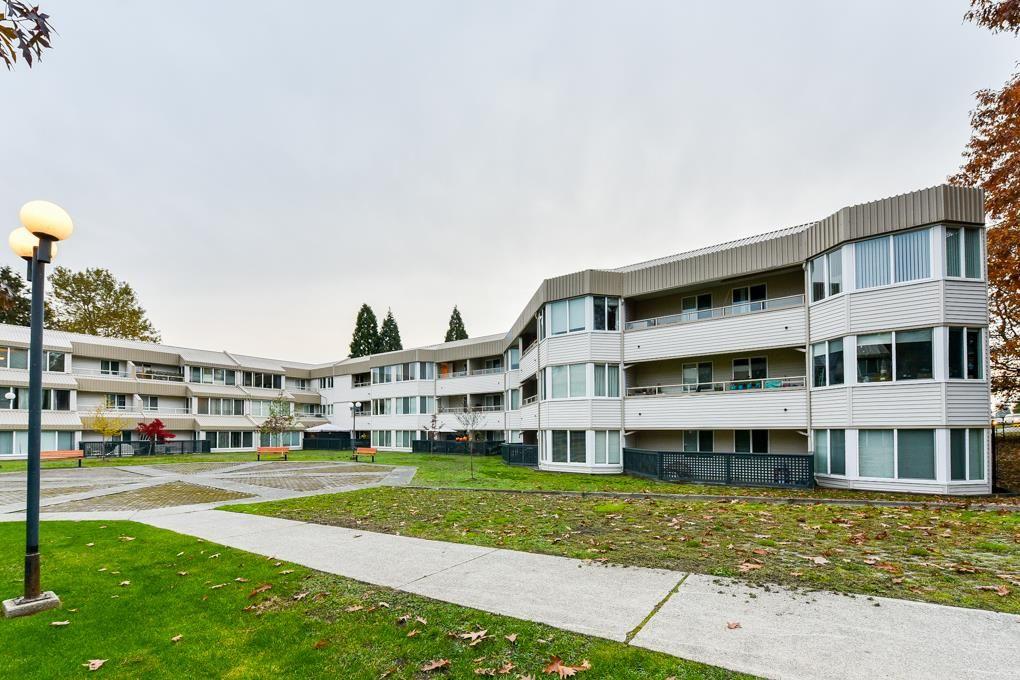 "Main Photo: 322 9635 121 Street in Surrey: Cedar Hills Condo for sale in ""Chandler's Hill"" (North Surrey)  : MLS®# R2318132"