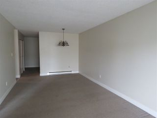 "Photo 4: 208 5906 176A Street in Surrey: Cloverdale BC Condo for sale in ""WYNDAM ESTATES"" (Cloverdale)  : MLS®# R2486082"