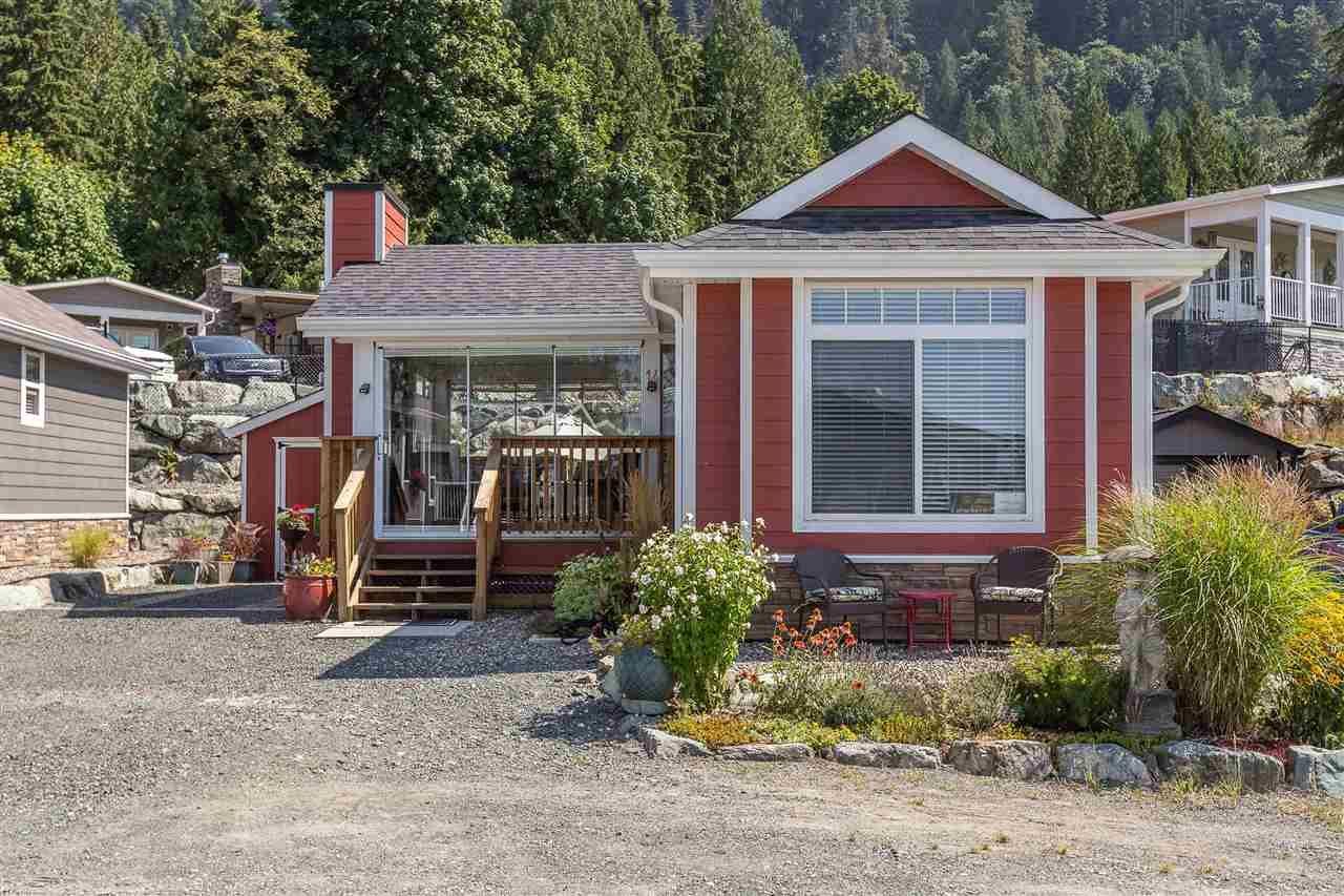 "Main Photo: 14 53480 BRIDAL FALLS Road in Rosedale: Rosedale Popkum Manufactured Home for sale in ""Bridal Falls Cottage Resort"" : MLS®# R2397701"