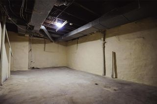 Photo 32: 574 Balmoral Street in Winnipeg: Industrial / Commercial / Investment for sale (5A)  : MLS®# 202117463