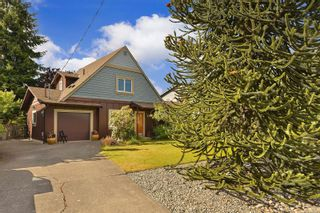 Photo 2: 7826 Wallace Dr in Central Saanich: CS Saanichton House for sale : MLS®# 878403