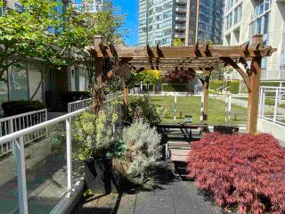 """Photo 17: 39 KEEFER Place in Vancouver: Downtown VW Townhouse for sale in """"THE TAYLOR"""" (Vancouver West)  : MLS®# R2575670"""
