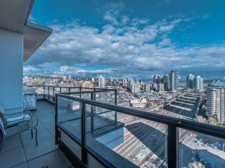 """Photo 25: 2101 1 RENAISSANCE Square in New Westminster: Quay Condo for sale in """"The Q"""" : MLS®# R2557732"""