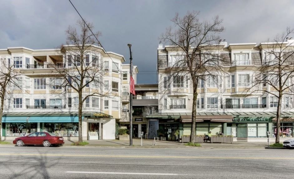 "Main Photo: 301 2545 W BROADWAY in Vancouver: Kitsilano Condo for sale in ""Trafalgar Mews"" (Vancouver West)  : MLS®# R2538237"