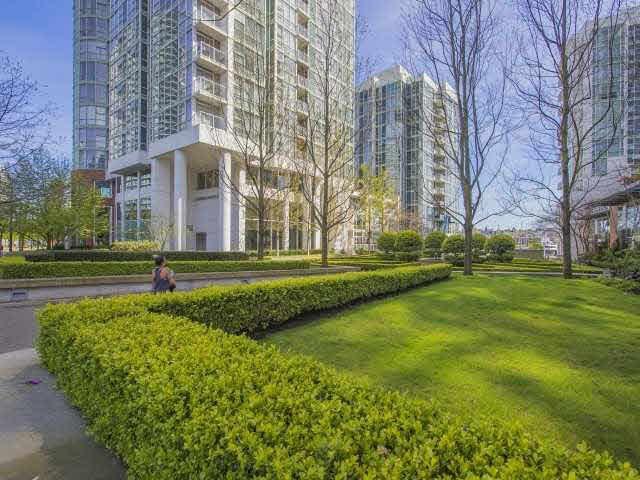 "Photo 15: Photos: 1003 193 AQUARIUS Mews in Vancouver: Yaletown Condo for sale in ""MARINASIDE RESORT"" (Vancouver West)  : MLS®# V1118098"