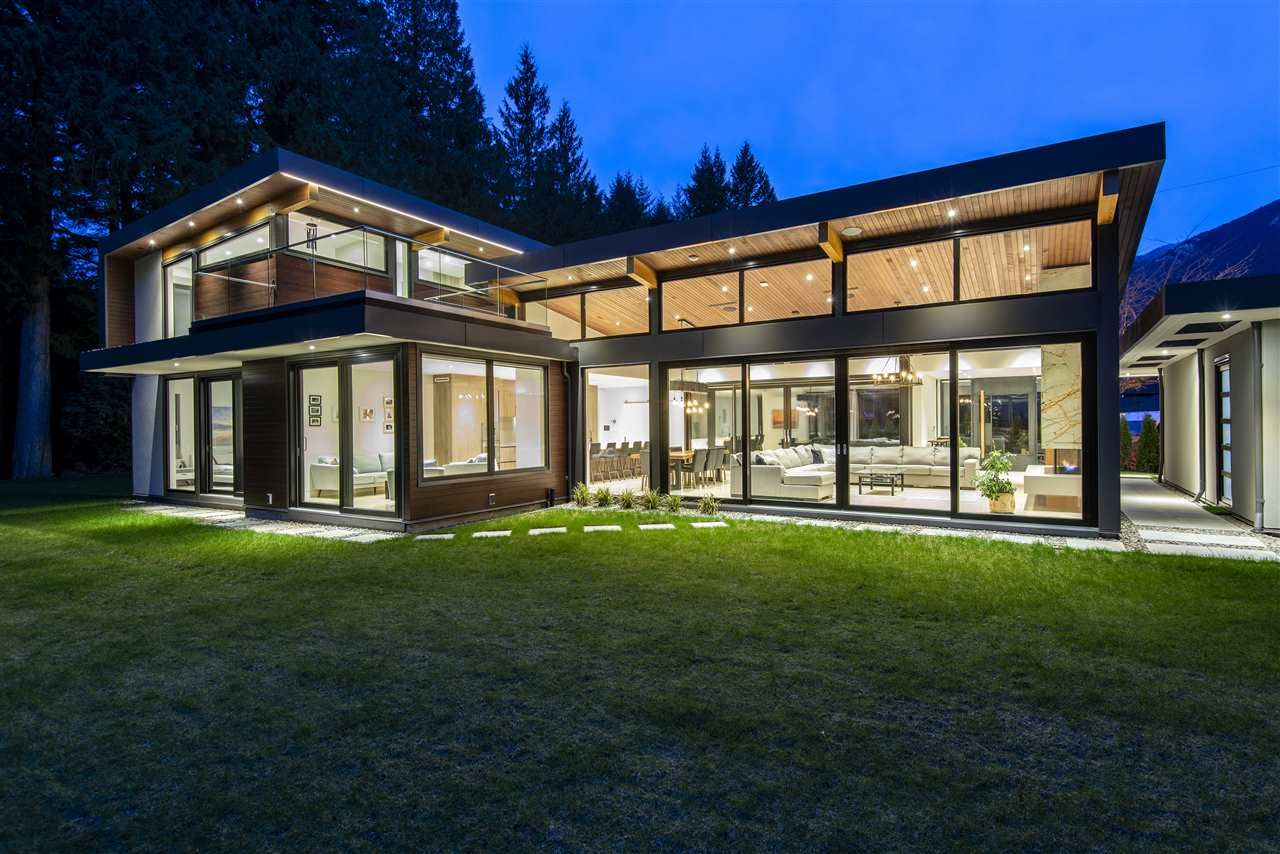 """Main Photo: 4011 LIONS Avenue in North Vancouver: Forest Hills NV House for sale in """"Forest Hills"""" : MLS®# R2514322"""