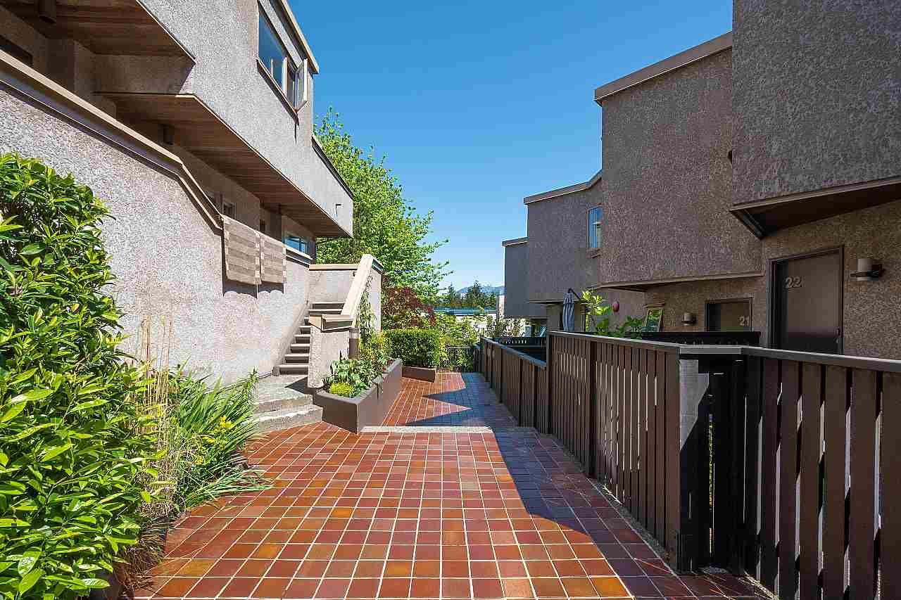 Main Photo: 50 870 W 7TH Avenue in Vancouver: Fairview VW Townhouse for sale (Vancouver West)  : MLS®# R2454998