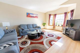 Photo 2: 71 Braswell Bay in Winnipeg: Royalwood Residential for sale (2J)  : MLS®# 202110716