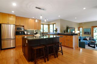 Photo 2: 3968 SOUTHWOOD Street in Burnaby: South Slope House for sale (Burnaby South)  : MLS®# R2102171