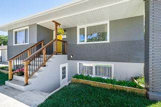 Photo 3: 580 Northmount Drive NW in Calgary: Cambrian Heights Detached for sale : MLS®# A1126069