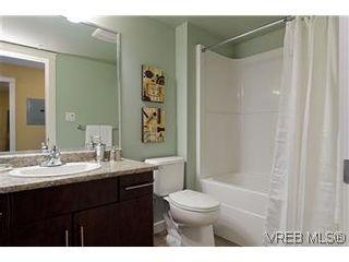 Photo 10: 103 1405 Esquimalt Road in VICTORIA: Es Saxe Point Townhouse for sale (Esquimalt)  : MLS®# 301002