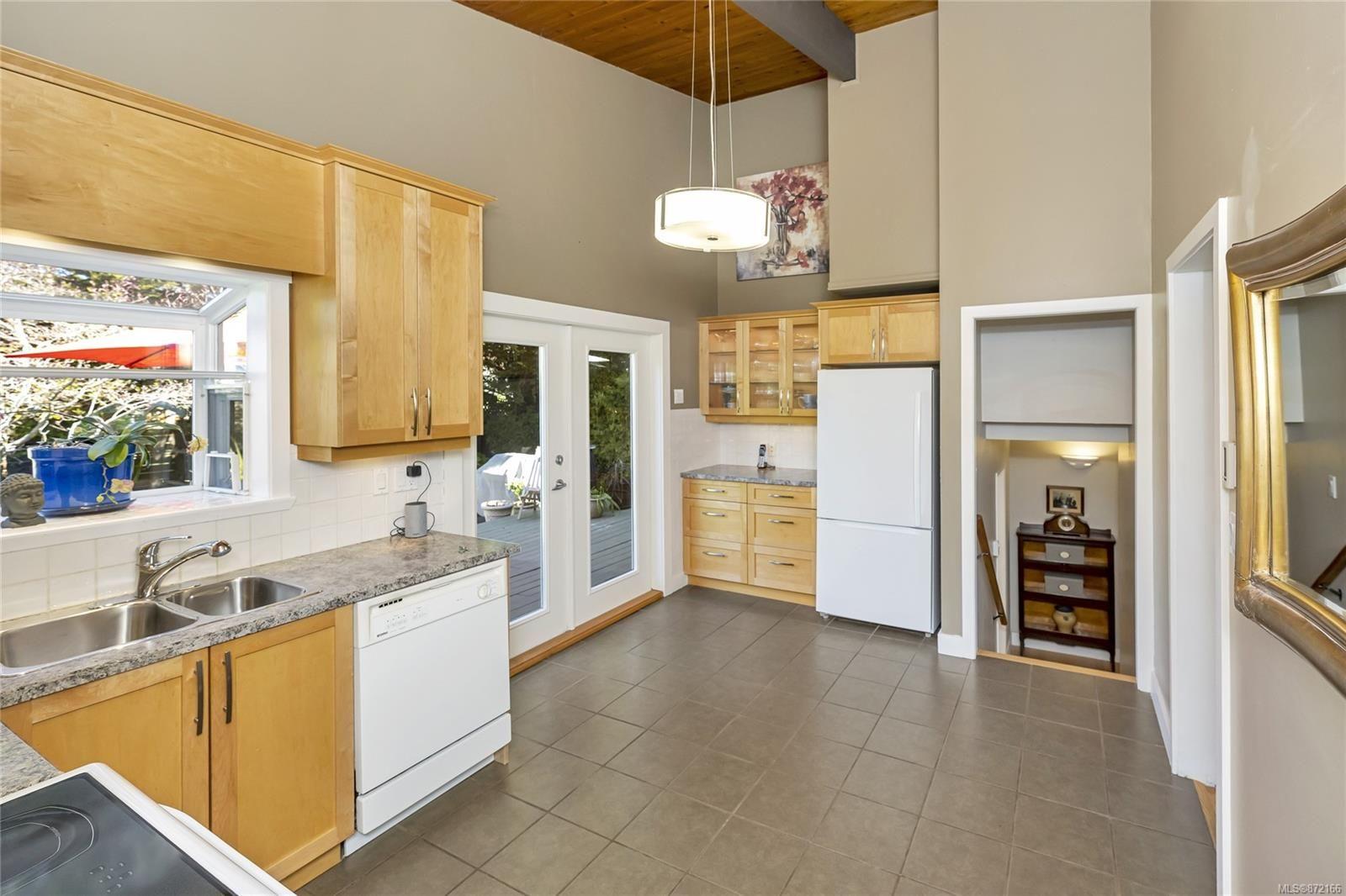 Photo 6: Photos: 1690 Blair Ave in : SE Lambrick Park House for sale (Saanich East)  : MLS®# 872166