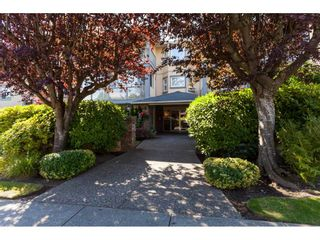 Photo 4: 200 1459 BLACKWOOD Street: White Rock Condo for sale (South Surrey White Rock)  : MLS®# R2491056