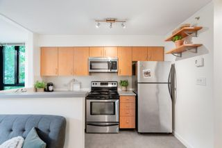 """Photo 11: 311 1295 RICHARDS Street in Vancouver: Downtown VW Condo for sale in """"THE OSCAR"""" (Vancouver West)  : MLS®# R2604115"""