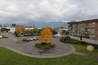 """Photo 4: 319 45598 MCINTOSH Drive in Chilliwack: Chilliwack W Young-Well Condo for sale in """"MCINTOSH MANOR"""" : MLS®# R2559581"""