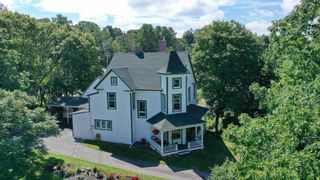 Photo 3: 20 Earnscliffe Avenue in Wolfville: 404-Kings County Multi-Family for sale (Annapolis Valley)  : MLS®# 202122144