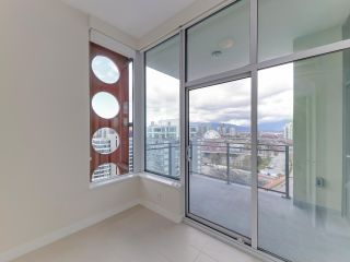"""Photo 18: 1806 111 E 1ST Avenue in Vancouver: Mount Pleasant VE Condo for sale in """"BLOCK 100"""" (Vancouver East)  : MLS®# R2614472"""