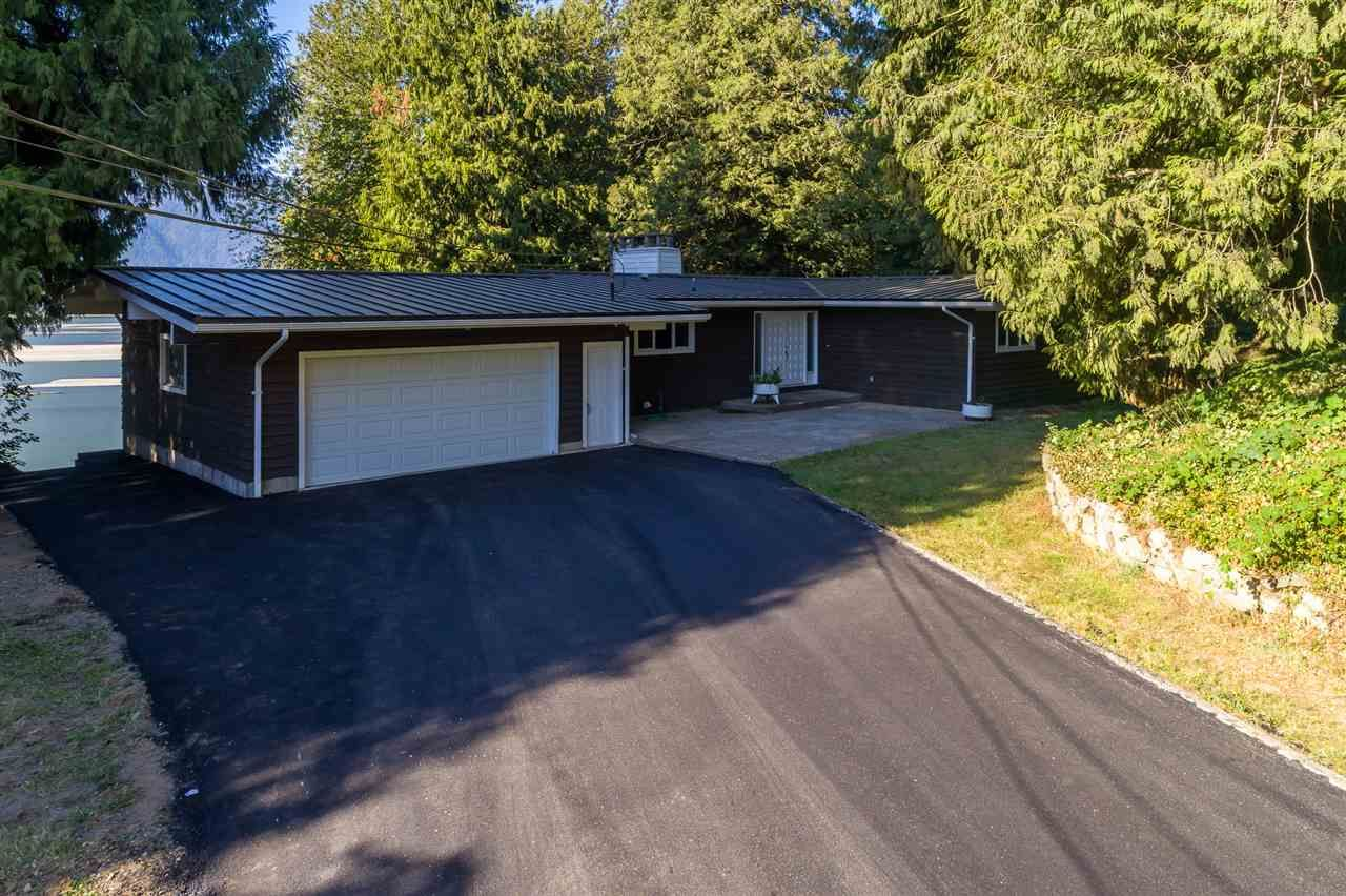 """Photo 2: Photos: 42737 OLD ORCHARD Road in Chilliwack: Chilliwack Mountain House for sale in """"Chilliwack Mountain"""" : MLS®# R2201950"""