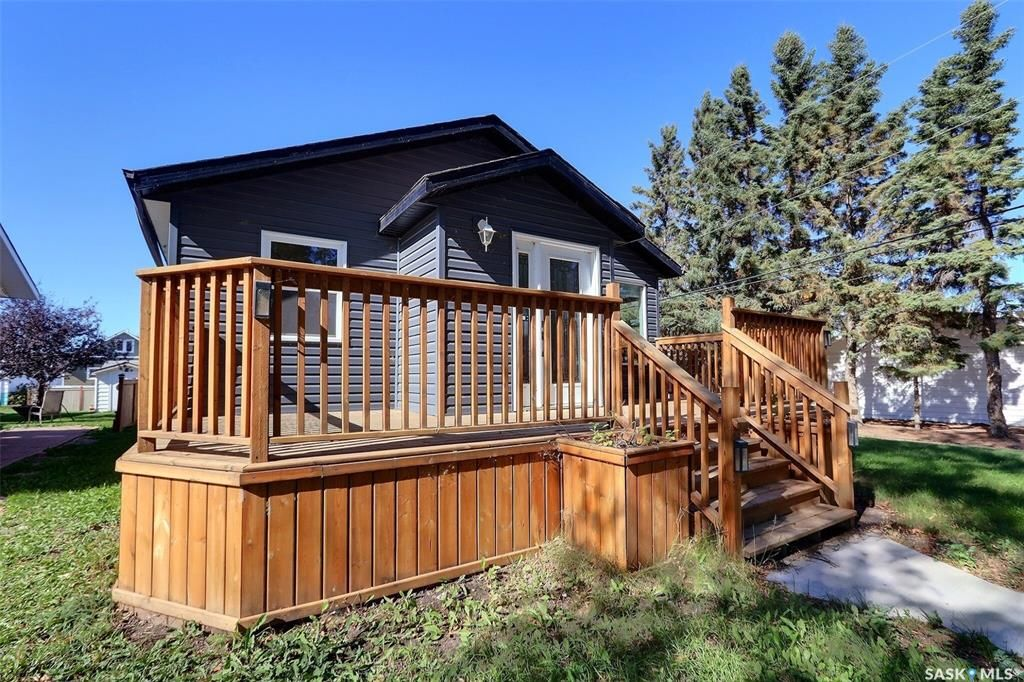 Main Photo: 805 West Street in Melfort: Residential for sale : MLS®# SK871134
