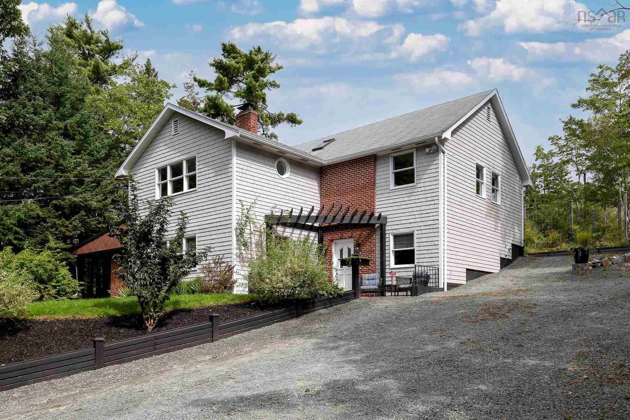 Main Photo: 1268 Waverley Road in Waverley: 30-Waverley, Fall River, Oakfield Residential for sale (Halifax-Dartmouth)  : MLS®# 202124199