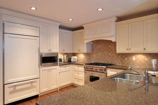 Photo 3: 302 15445 VINE AVENUE in South Surrey White Rock: White Rock Home for sale ()  : MLS®# R2222746