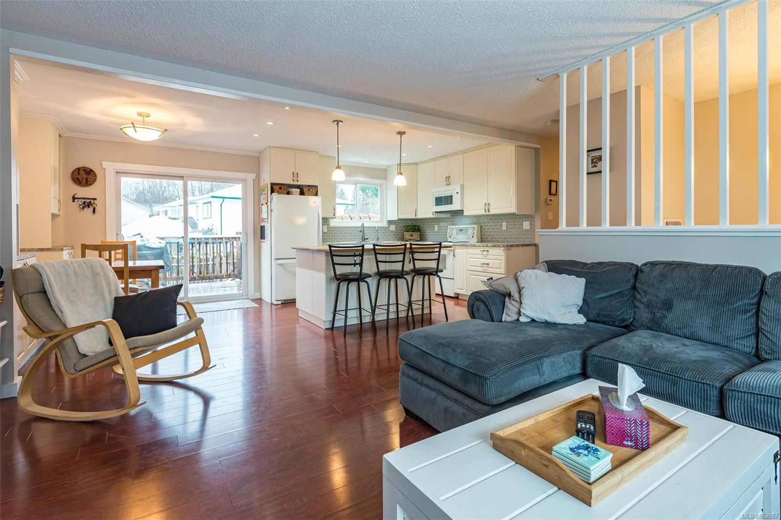 Main Photo: 463 Woods Ave in : CV Courtenay City House for sale (Comox Valley)  : MLS®# 863987