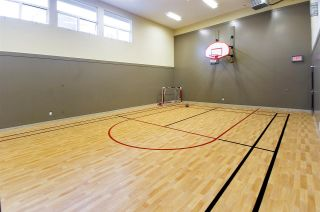 "Photo 18: 423 801 KLAHANIE Drive in Port Moody: Port Moody Centre Condo for sale in ""Inglenook"" : MLS®# R2374740"