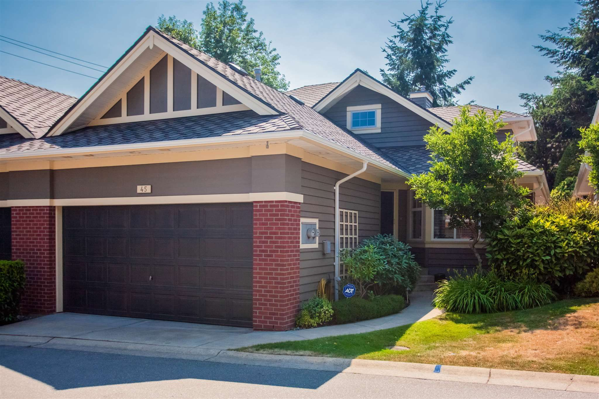 """Main Photo: 45 15450 ROSEMARY HEIGHTS Crescent in Surrey: Morgan Creek Townhouse for sale in """"CARRINGTON"""" (South Surrey White Rock)  : MLS®# R2598038"""