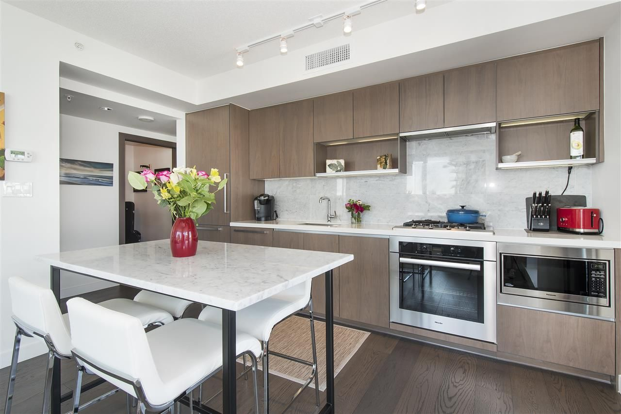 """Photo 3: Photos: 1908 68 SMITHE Street in Vancouver: Downtown VW Condo for sale in """"1 PACIFIC"""" (Vancouver West)  : MLS®# R2216431"""