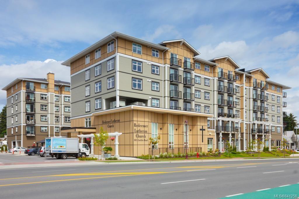 Main Photo: 306 917 Avrill Rd in Langford: La Glen Lake Condo for sale : MLS®# 841258