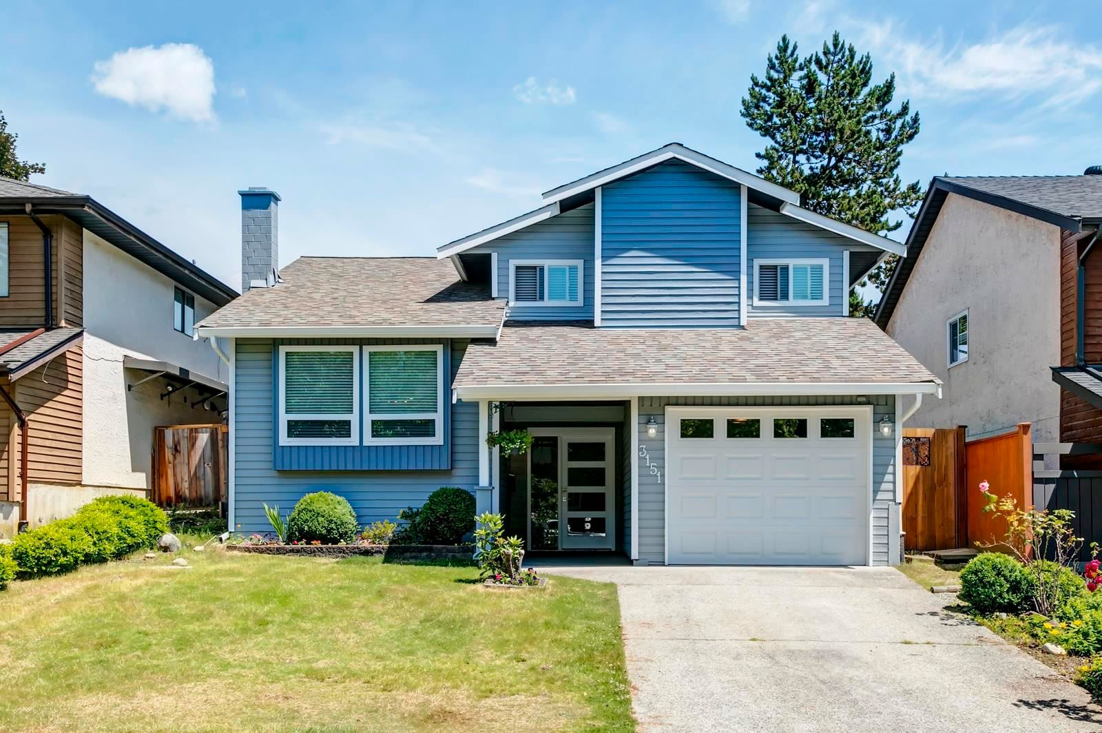 Main Photo: 3151 BUTE Crescent in Coquitlam: New Horizons House for sale : MLS®# R2594199
