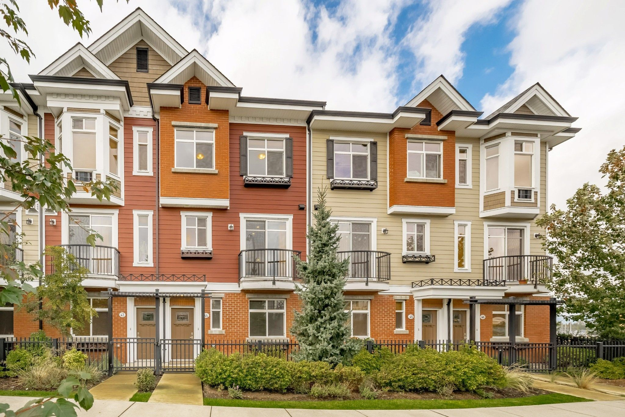 """Main Photo: 44 8068 207 Street in Langley: Willoughby Heights Townhouse for sale in """"Willoughby"""" : MLS®# R2410149"""