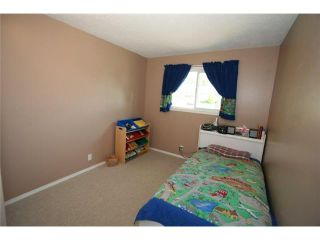 Photo 11: 1111 HUNTERSTON Road NW in CALGARY: Huntington Hills Residential Detached Single Family for sale (Calgary)  : MLS®# C3624233