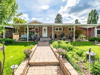 Photo 2: 45 Foxwell Road SE in Calgary: Fairview Detached for sale : MLS®# A1118870
