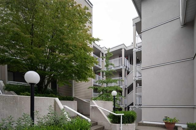 Photo 3: Photos: 204-937 W 14TH AVE in VANCOUVER: Condo for sale