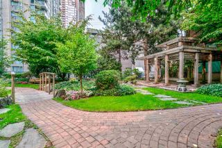"Photo 1: 1204 939 HOMER Street in Vancouver: Yaletown Condo for sale in ""THE PINNACLE"" (Vancouver West)  : MLS®# R2204695"
