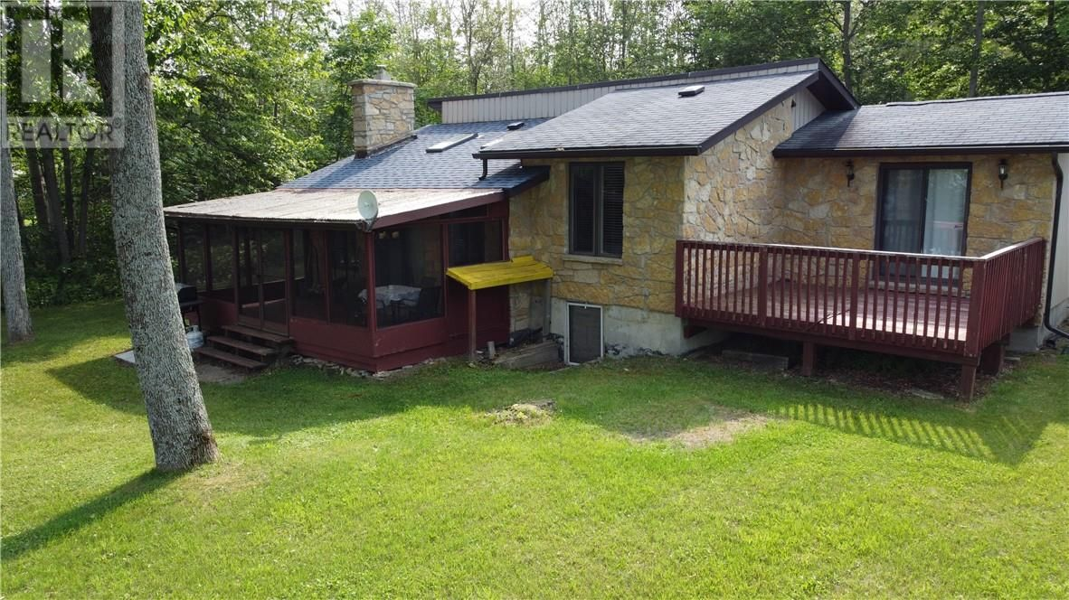 Main Photo: 6 Cedar Court in Assiginack, Manitoulin Island: House for sale : MLS®# 2097429