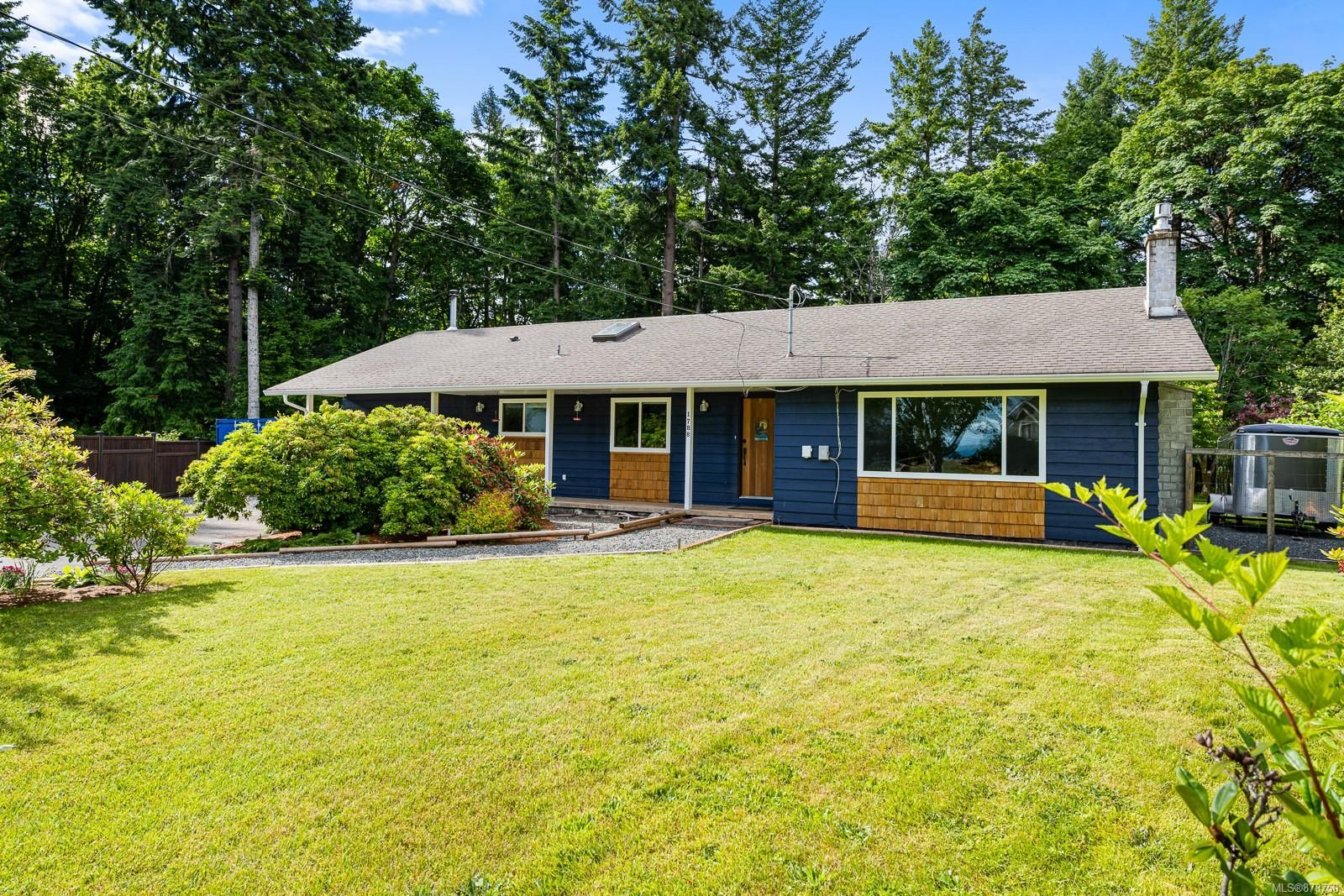 Main Photo: 1788 Fern Rd in : CV Courtenay North House for sale (Comox Valley)  : MLS®# 878750