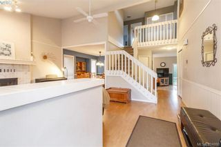 Photo 3: 1283 Santa Maria Pl in VICTORIA: SW Strawberry Vale House for sale (Saanich West)  : MLS®# 804520