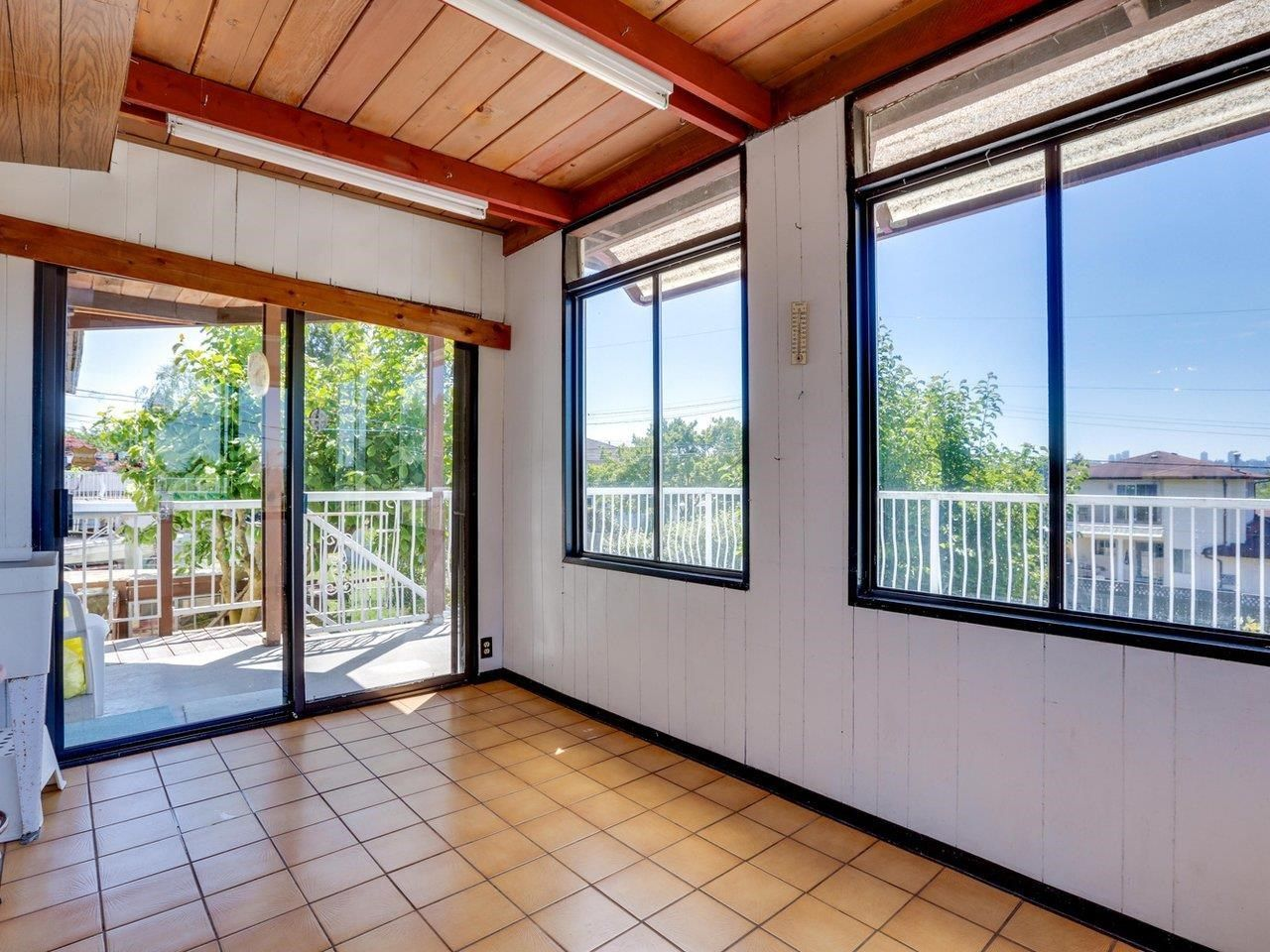 Photo 8: Photos: 6860 HYCREST Drive in Burnaby: Montecito House for sale (Burnaby North)  : MLS®# R2594917