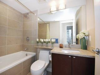 """Photo 11: 3006 2978 GLEN Drive in Coquitlam: North Coquitlam Condo for sale in """"GRAND CENTRAL ONE"""" : MLS®# R2139027"""