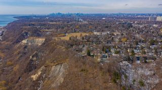 Photo 16: 1 Fenwood Heights in Toronto: Cliffcrest House (Bungalow-Raised) for sale (Toronto E08)  : MLS®# E5154214
